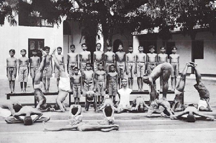 // Comment la pratique posturale, est devenue la composante essentielle du yoga transnational. // (Part.4) Krishnamacharya